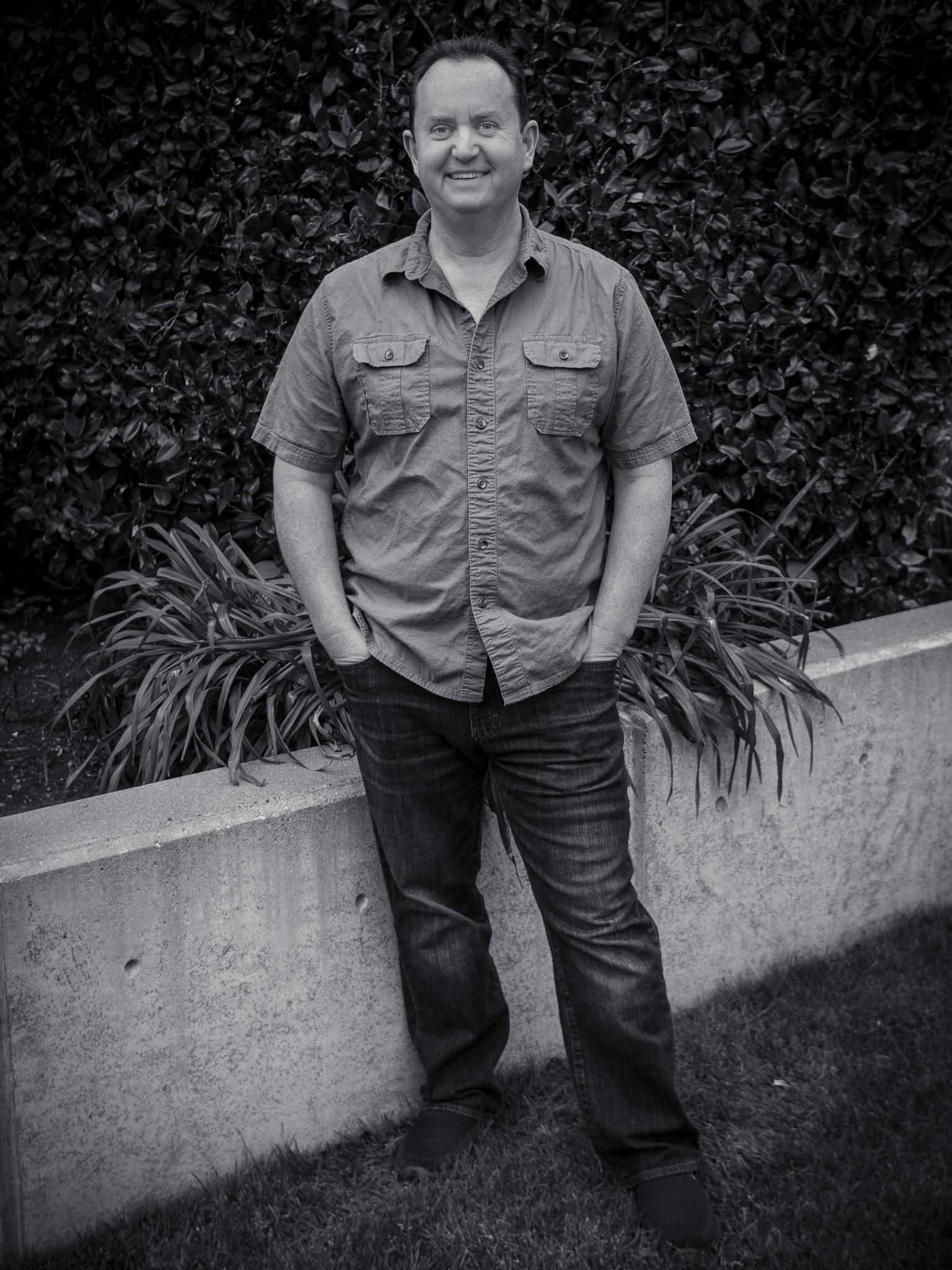 Steve Simonson exterior full body
